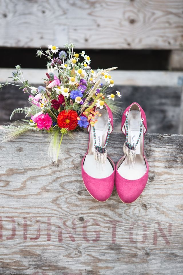 """Quirky, organic bride's bouquet from Blooming Green. For more Alternative Wedding inspiration, check out the No Ordinary Wedding article """"20 Quirky Alternatives to the Traditional Wedding""""  http://www.noordinarywedding.com/inspiration/20-quirky-alternatives-traditional-wedding-part-2"""