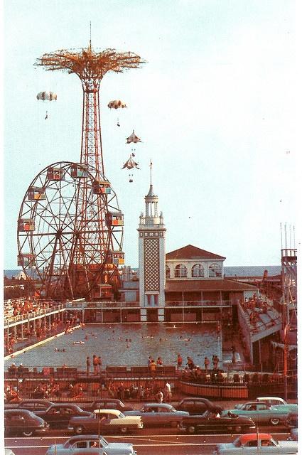Coney Island , parque de diversiones , y mucho mas . Se ha ido , pero nunca sera olvidado . . . //Coney Island Steeplechase Park - gone, but not forgotten . . .