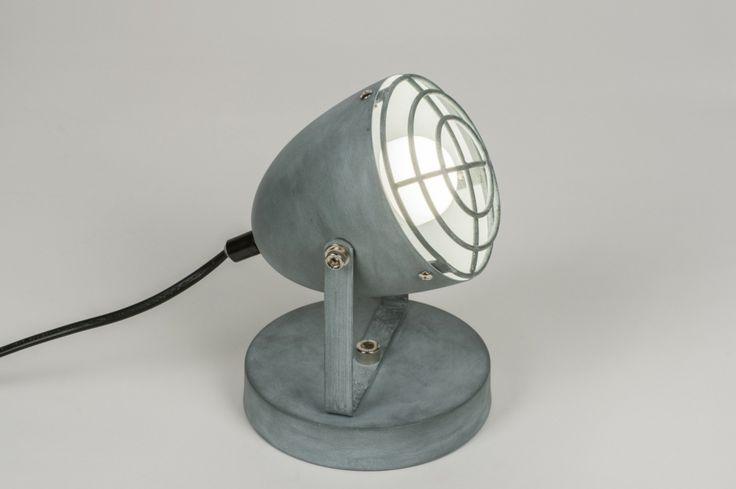 art 11513Moderne, aparte tafellamp / wandlamp voorzien van een stoere betonlook.https://www.rietveldlicht.nl/artikel/tafellamp-11513-modern-retro-industrie-look-stoer-raw-betongrijs-metaal