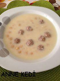 Çorbasız akşam olmaz !   Çorbanın her çeşidini seviyoruz, değişik çorbalar pişirmeyi seviyorum ama annemin çorbaları başka oluyor. Köft...