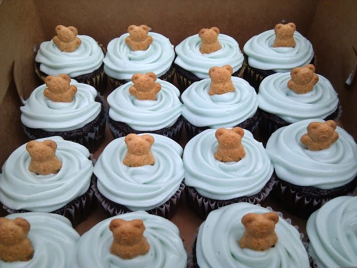 Simple Bear Cupcakes.    Vanilla cupcakes with vanilla bears, and chocolate cupcakes with chocolate bears