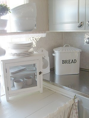 .I've wanted one of this Bread Containers for years, I've only seen them in Europe.