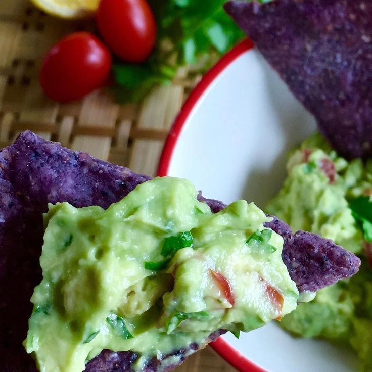 A favorite one! Fresh made Guacamole.  This is a quick and easy to make snack.   Not only do they protect young athletes eyes against cataracts but the body absorbs certain nutrients better when eaten with an avocado. How about that!  Don't forget the cilantro that among many benefits it helps lower anxiety an improves sleep ;)   1-2 smashed riped avocados 1 handful chopped fresh cilantro 5 diced cherry tomatoes 1 tbsp chopped onion (optional) A a couple of shakes of sea salt 1/2 of a lemon…