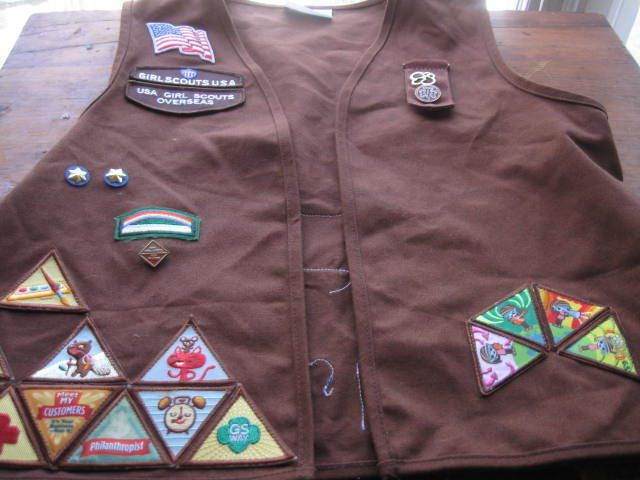 Girl Scouts Brownie Vest Medium 39 Try It  Patches/ Badges 5 Pins Flag Okinawa