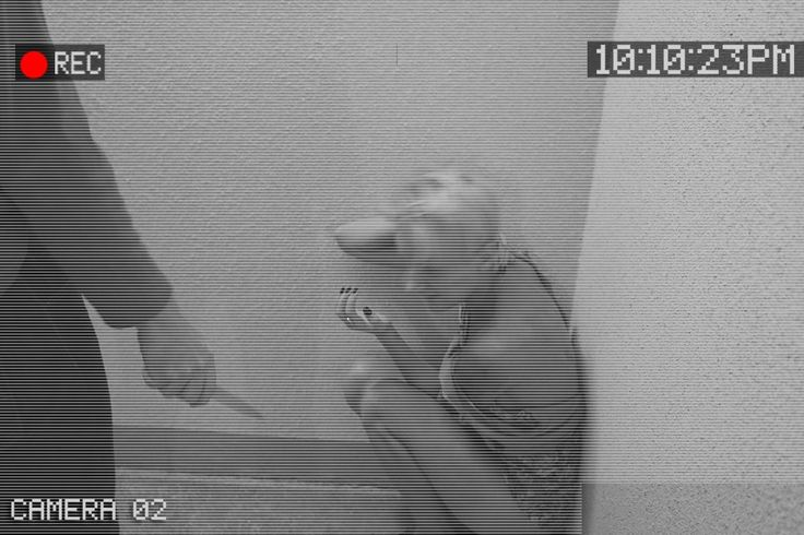 На Украине завуч обрила девочку на глазах у одноклассников http://kleinburd.ru/news/na-ukraine-zavuch-obrila-devochku-na-glazax-u-odnoklassnikov/