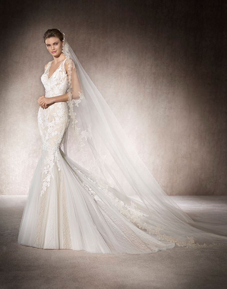MONACO - omantic mermaid style wedding dress with V-neckline and lace, Chantilly and gemstones on back