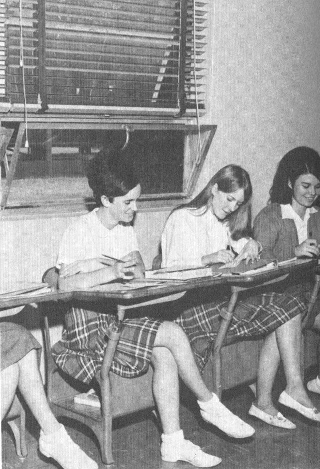 American Teen Fashion 50 Years Ago – Interesting B&W Pictures of High Shool Students in the US during 1960s