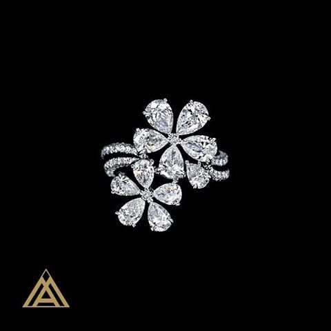 MAXIMILIAN PRESENTS - NEW COLLECTION - DIAMOND RING FLOWER COLLECTION TOTAL…
