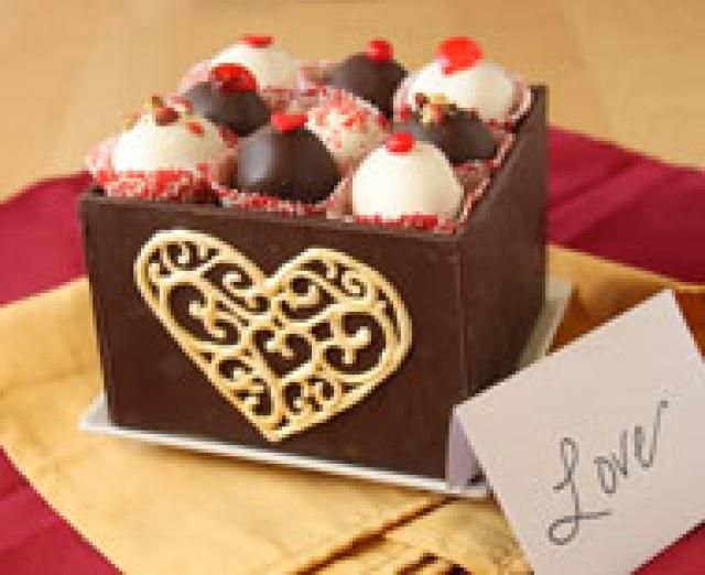 How to Make Chocolate Boxes as Delicious as They Are Romantic: Chocolate Box decorated with Chocolate Filigree