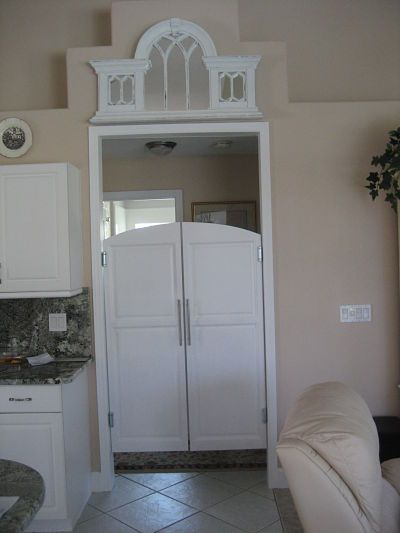 Would look great in an kitchen entry way. Keep the kitchen mess hidden when have a formal dinner.