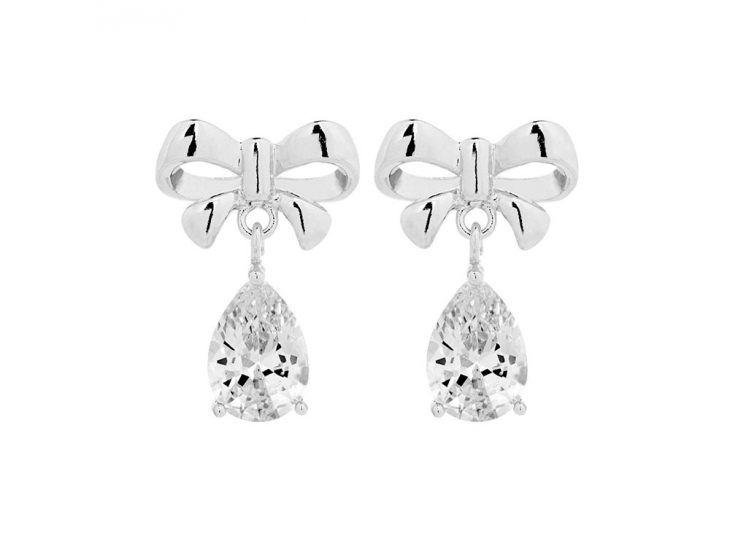 DRKS Crystal Bow Oorbellen Zilver Zirconia. Deze schattige DRKS oorbellen met strik zijn ongeveer 2 cm lang. De druppelvormige hanger glinstert super mooi.