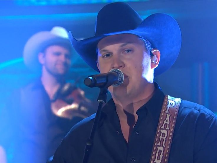 """Jon Pardi Brings Country To New York With His Latest No.1 Single, """"Dirt On My Boots"""" [Watch]"""