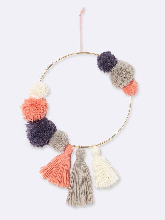 Une jolie idée déco, une belle idée cadeau!  Confectionnez vous-même votre couronne décorative façon attrape-rêves !  Détails Kit à confectionner c