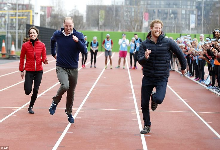 Kate takes part in a relay race at London's Olympic park #dailymail