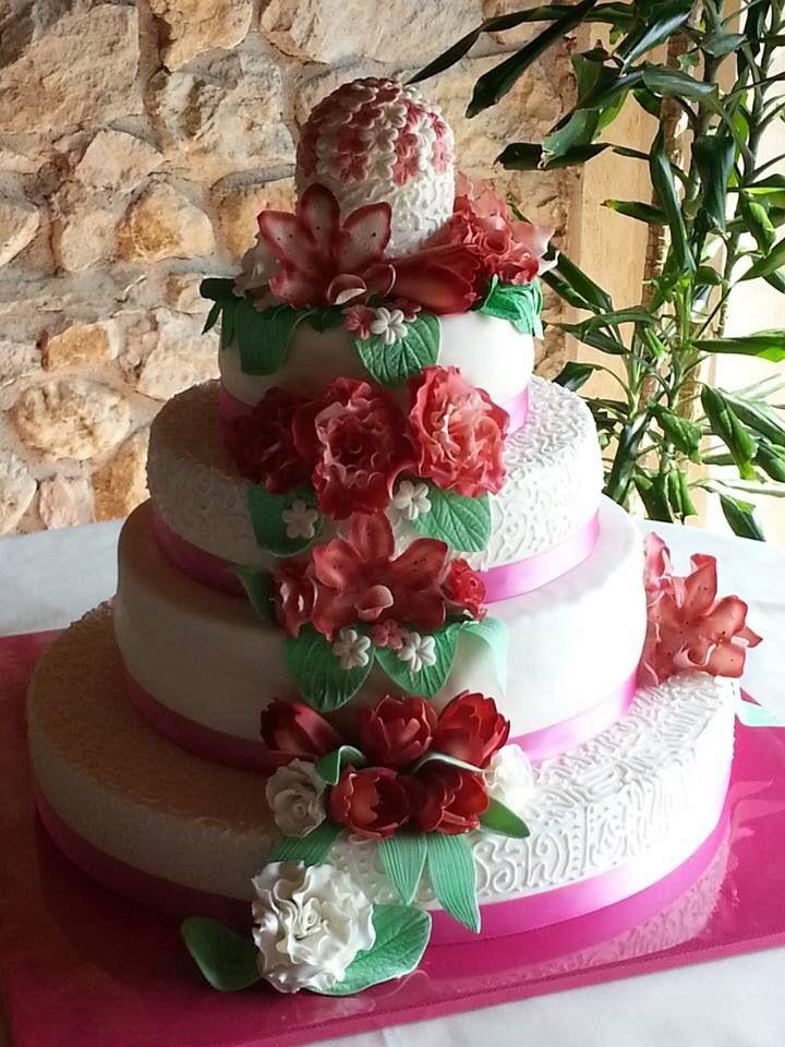Andrea & Chiara flower wedding cake #flower #weddingcake #cakedesign #chiryscakes