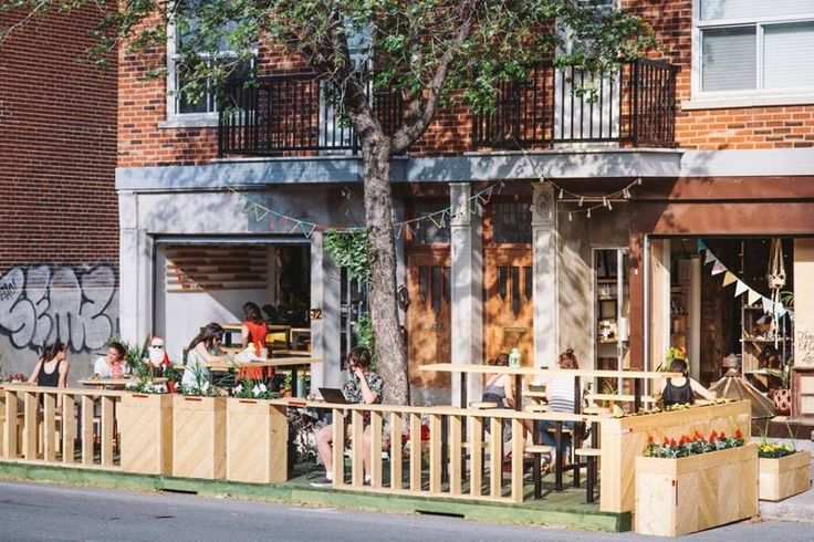 🌈 Café Oui Mais Non 🌈 Here it's always summer! Found the place to hang out with friends and family, study (or pretend) or just relax. Close to Parc Jarry Find it on Crema app