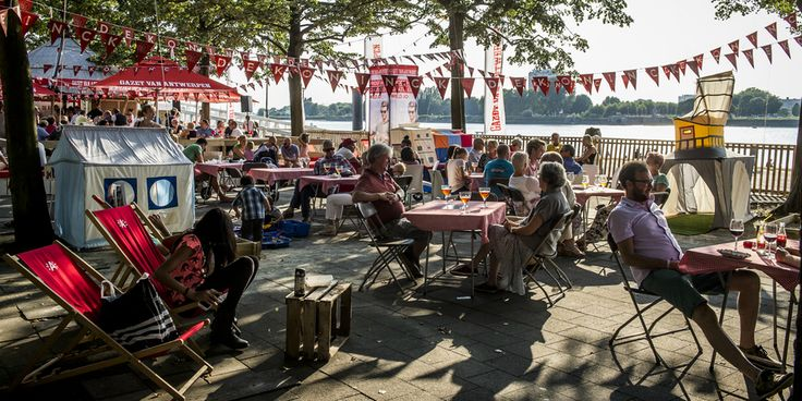 Speeltenten van Hanging Houses op het Bollekesfeest in Antwerpen