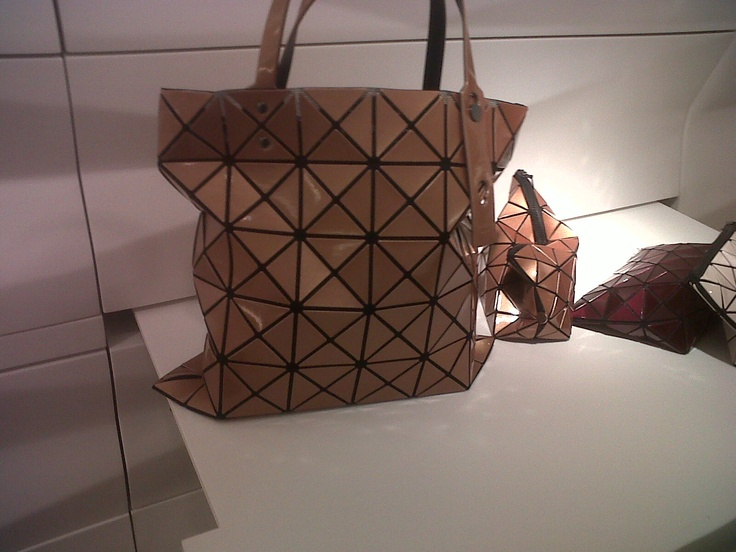 Harvey Nichols - Izzey Miyake, Tote bag in bronze.