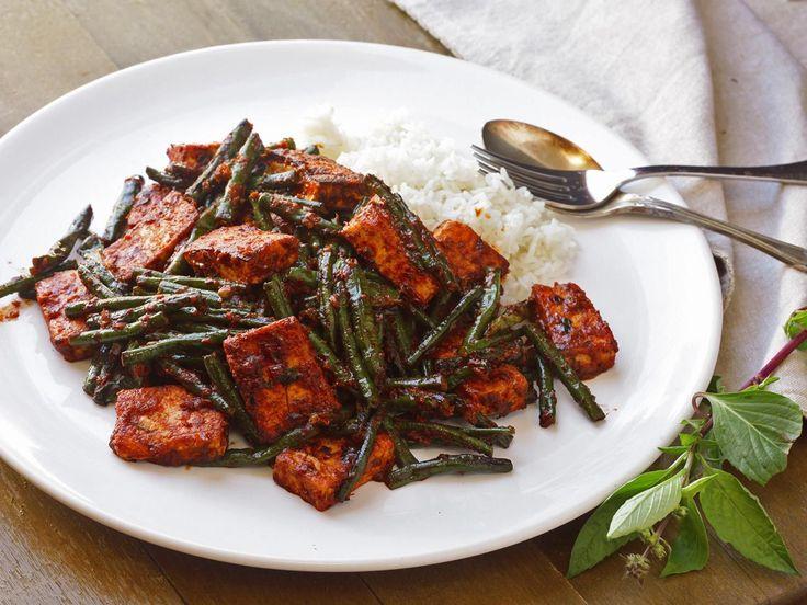 Phat Phrik Khing with Tofu and Long Beans (Thai Dry-Curry Stir-Fry) (vegan)
