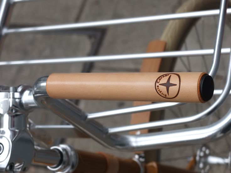 Grips cuir teinte naturel #fixedgear #fixie #bicycle #trackbike #Nice #singlespeed #fixed #pignon fixe #bicyclette #vélo #roue libre #leather grips #grips #poignées de vélo #natural leather grips
