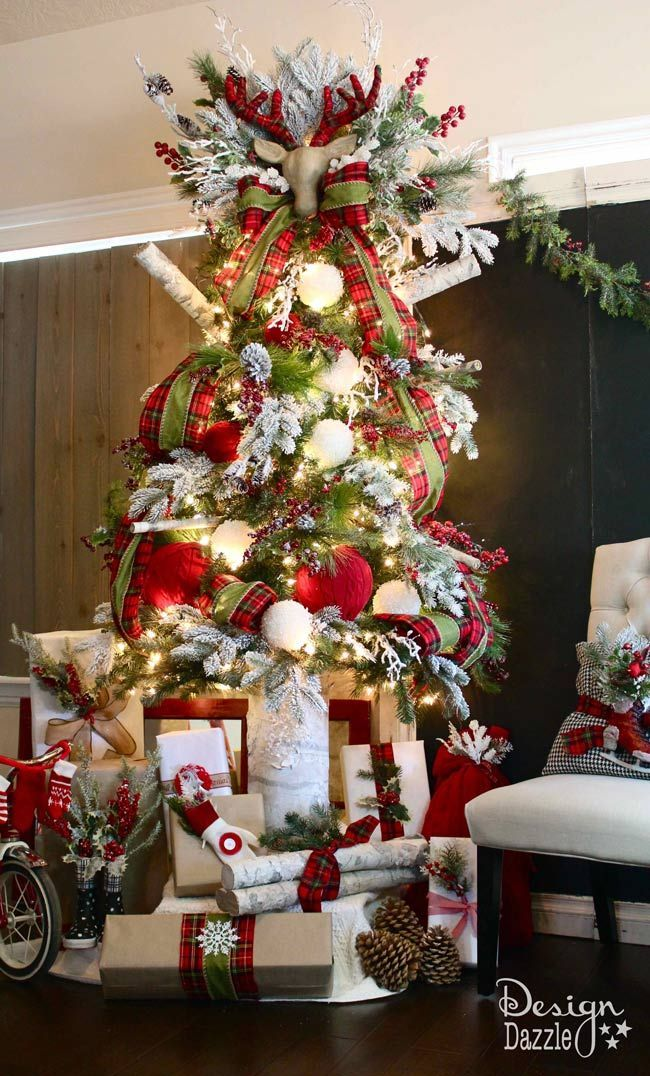Santa's Cabin in the Woods Christmas Tree. Lots of easy DIY projects to create this rustic, plaid Christmas tree. Design Dazzle #MichaelsMakers