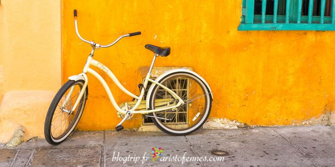 The vibrant colors of Cartagena Colombia http://aristofennes.com/calles-cartagena-de-indias-colombia/