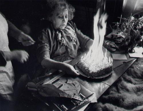 * Colette et son gâteau de 80e anniversaire 1953 - photo Walter Carone (1920-1982)