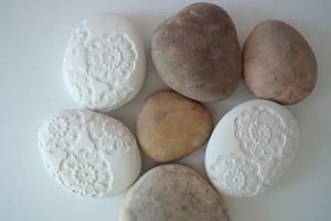 otchipotchi: i love my new crochet stone from otchipotchi.  it is SO pretty.