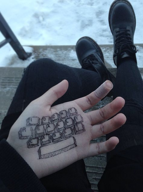 #grunge #aesthetic hand keyboard | Grunge Aesthetic ...