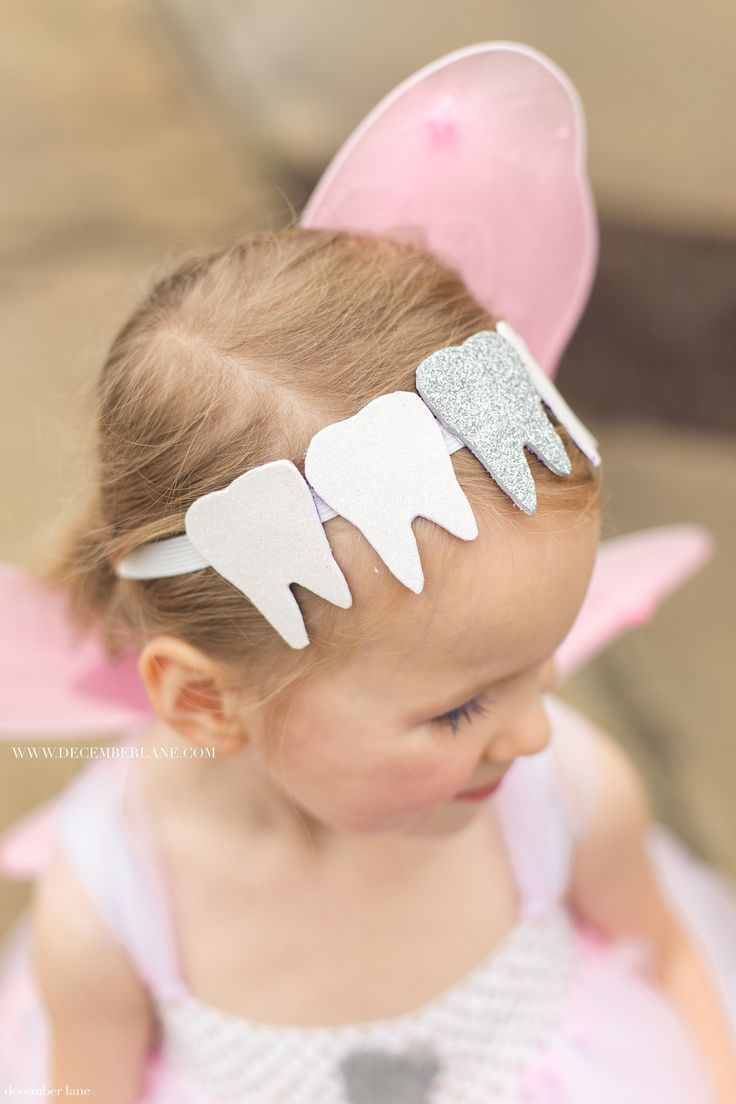 DIY Tooth Fairy Costume | www.decemberlane.com | Tooth Fairy Crown