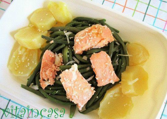 L'insalata di fagiolini e patate un po' fusion è furba perché si prepara con il salmone in scatola!