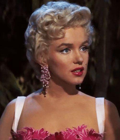 Marilyn Monroe -- really good GIF