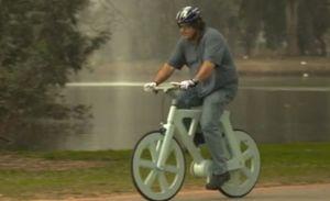 La primera bicicleta hecha con cartón reciclado