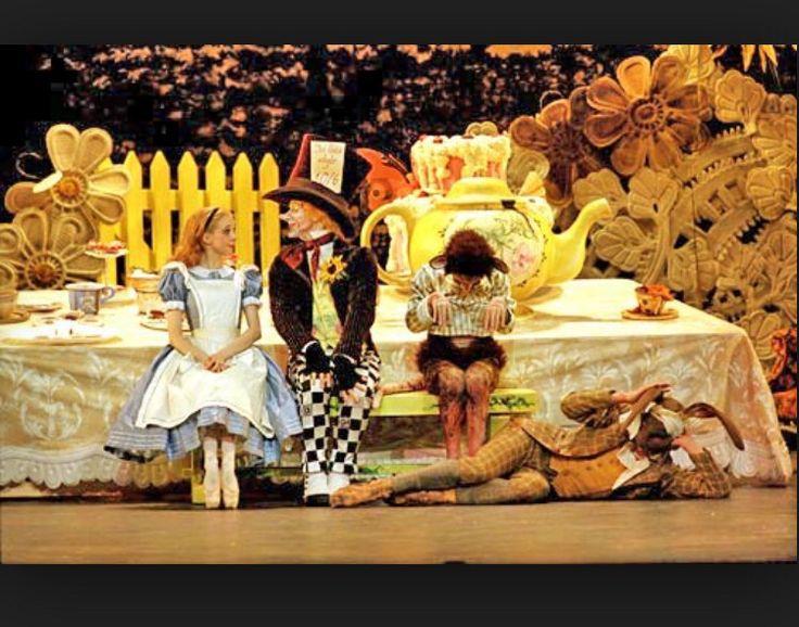Beautiful set design | Alice in Wonderland