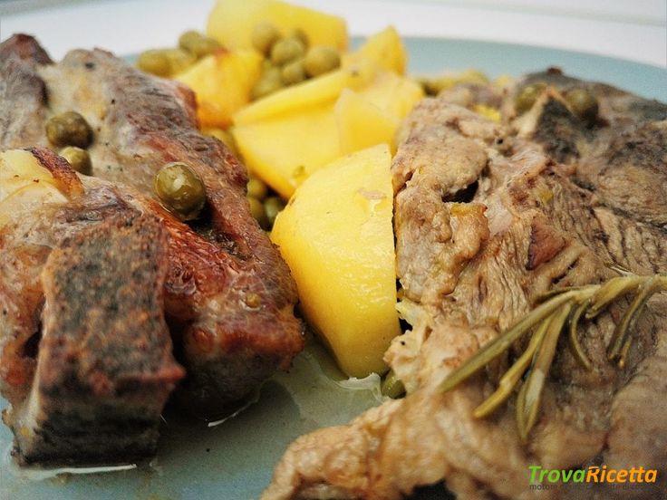 Agnello al forno con patate e piselli  #ricette #food #recipes