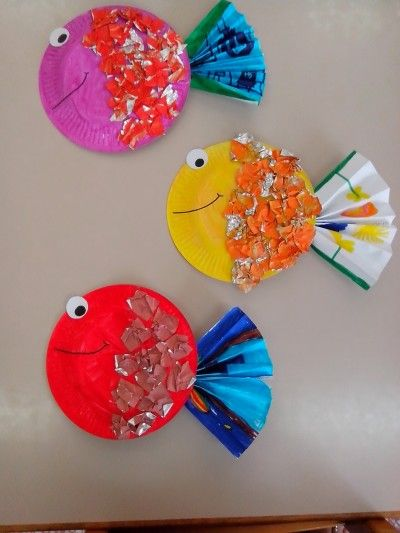 These adorable tropical fish start with painted paper plates and pieces of aluminum foil.  Each fish is one-of-a-kind, with lots of room...