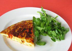 #Tortilla española  Omelette espagnole (aux pommes de terres, poivrons et oignons).