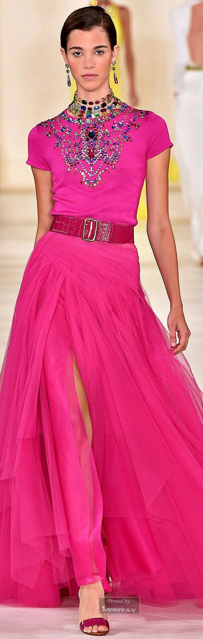 Ralph Lauren.Spring 2015. Gotta love the simultaneous simplicity of the Individual pieces and yet the visual complexity of the jewelry at the neckline. Ahhh, I'm in love.