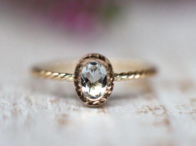 Sind Sie zu einer Stunning 14k Rose-Verlobungsring mit einem naturen ovalen hellblauen Aquamarin suchen?   Aquamarin ist der Geburtsstein von März und ein Edelstein in der gleichen Familie wie...