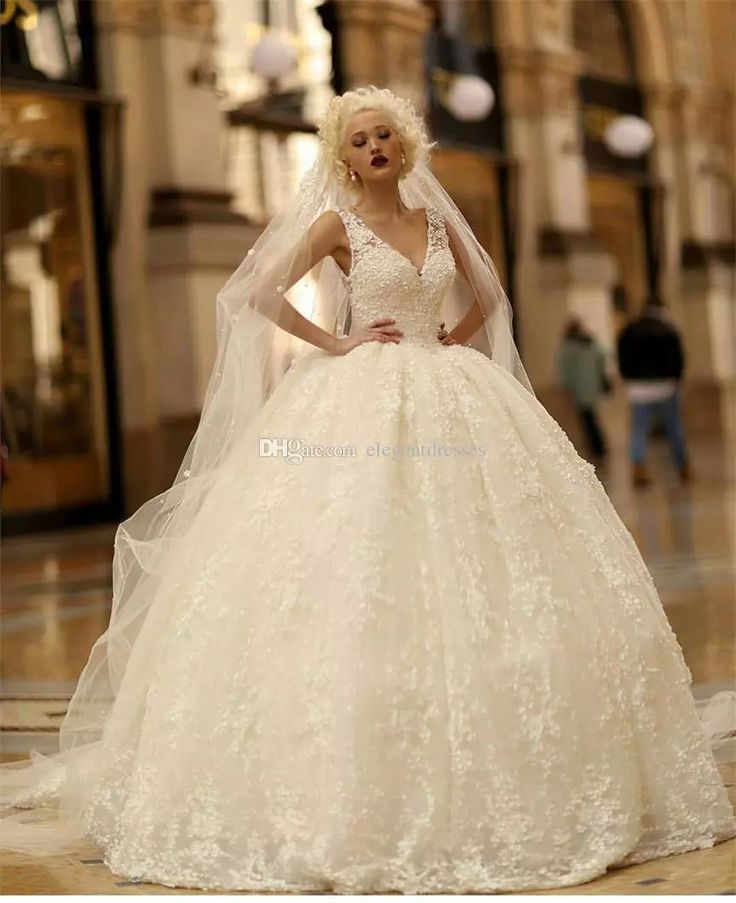 Luxury 2017 New Wedding Dresses Backless Beads 3D-Floral Appliques Lace Bridal Gowns V Neckline Plus Size Ball Gown Wedding Dress
