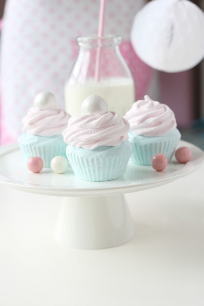 Norwegian marshmallow cupcakes. Oooh, putting marshmallows and cupcakes together sounds like a wonderful idea.