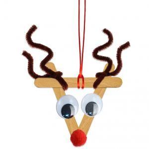 Décoration de sapin de Noël en bâtons esquimaux en bois. Voici comment réaliser une petite décoration de Noël en forme de tête de renne du Père Noël en bâtons de bois esquimaux et en cure-pipe. Une décoration de Noël facile à faire avec les e