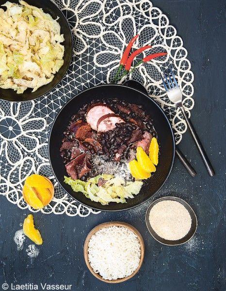 La feijoada Son produit : les haricots noirs Impossible de passer à côté de la feijoada, le plat national brésilien ! Qu'est ce que c'est ? Un cassoulet revisité qui twiste nos haricots blancs et saucisses pour des haricots noirs (les haricots les plus consommés en Amérique du Sud) et des lamelles de viande fumée (grison, bresaola). Facile et cuit sans surveillance.