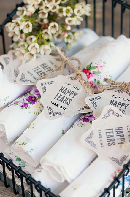 'Happy Tears' handkerchiefs for the wedding day | Lencinhos para lágrimas de alegria
