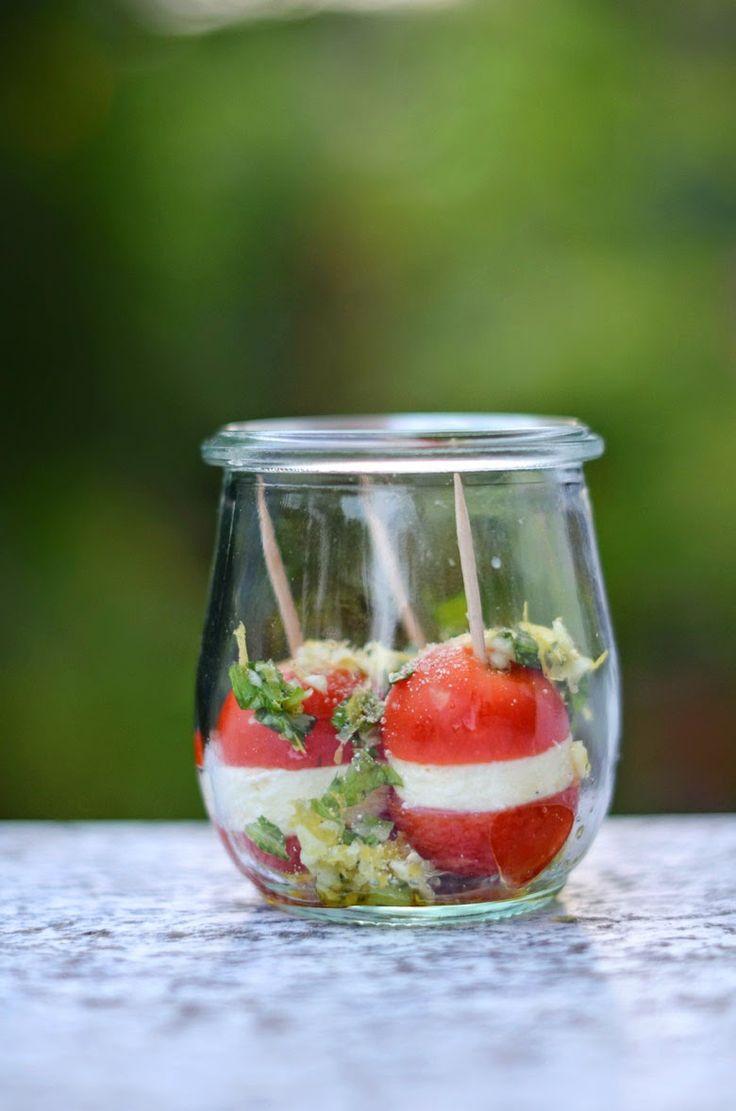Tomate-Mozzarella-Häppchen mit Basilikum-Gremolata