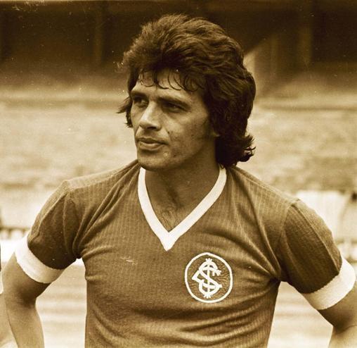 Don Elias Figueroa. Si no el mejor, uno de los defensores mas grandes de todos los tiempos.