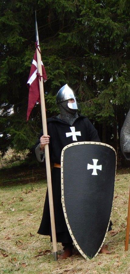 Hospitaliter Ritterbruder, späte 1170er Jahre. Mehr Informationen dazu gibt's auf www.mittelalterforum.com