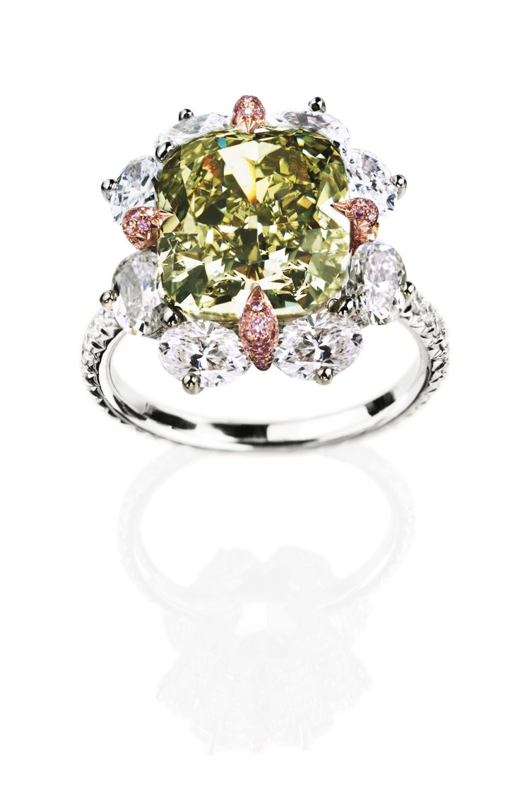 Leviev Chameleon, Pink And White Diamond Ring