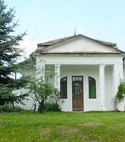 Sehr schöne Kuria mit 314 m2 WF und 1.2 HA Land (5 HA Land kann erworben werden) Preis CHF 100'000