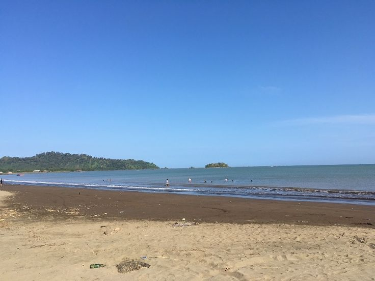 Setelah kemarin seharian menjelajahi Tebing Panenjoan, Curug Sodong dan Curug Cikanteh serta Puncak Darma, di hari kedua tersisa 2 destinasi yang akan kami kunjungi yaitu Pantai Palangpang dan Curu…